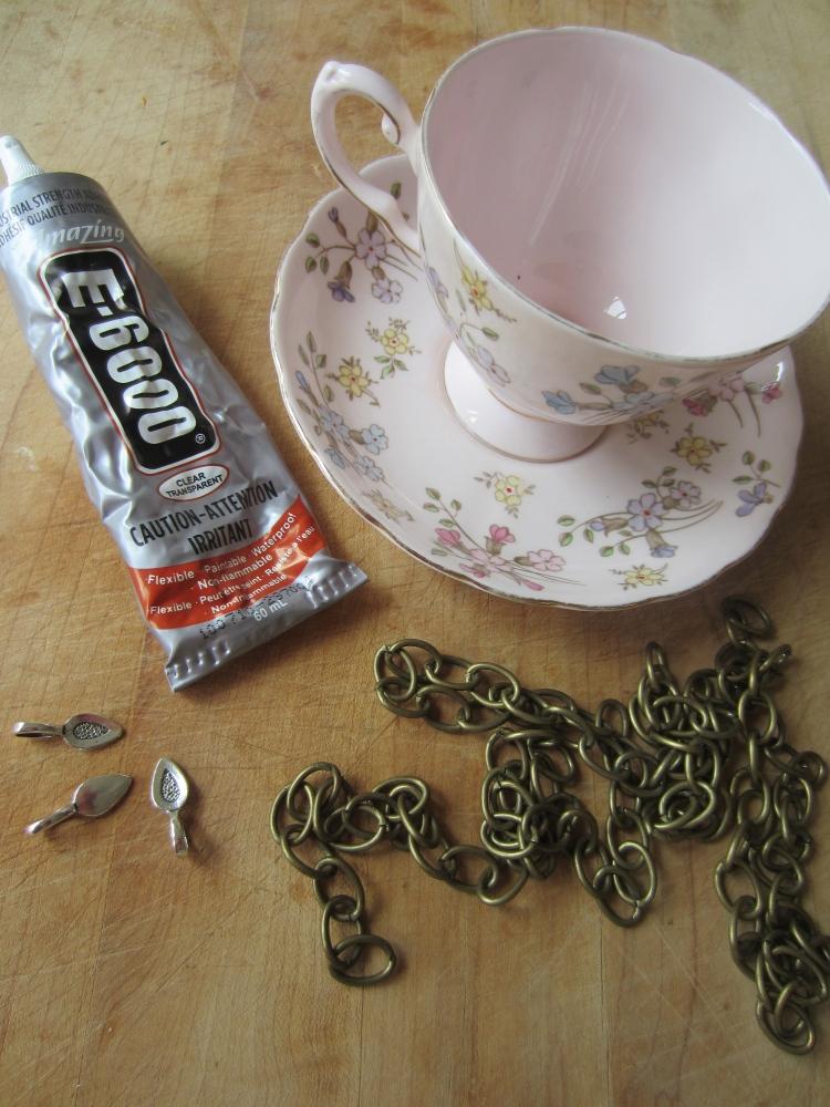 Hanging Tea Cup Bird Feeder (3/6)