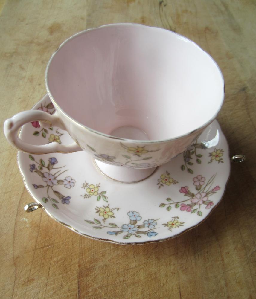 Hanging Tea Cup Bird Feeder (6/6)