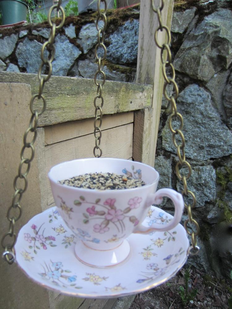 Hanging Tea Cup Bird Feeder (2/6)