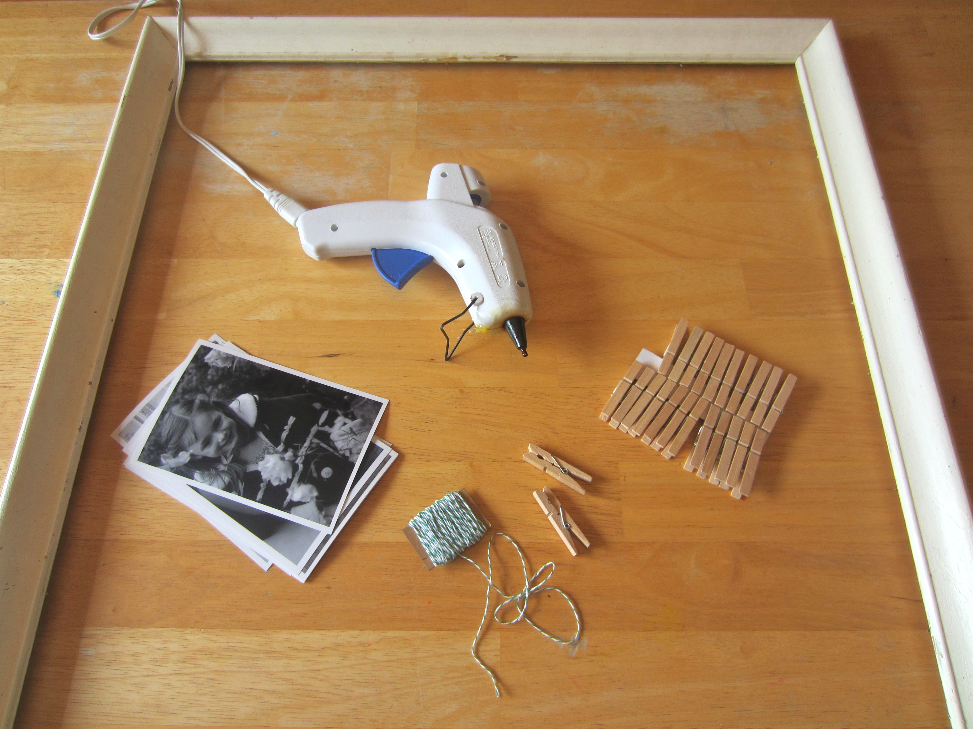 Clothes Line Picture Frame (For Mother\'s Day!!!!)   Busted Button